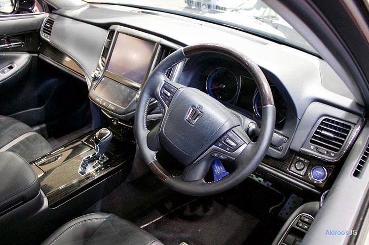 トヨタ・クラウン アスリート ハイブリッド Sの内装