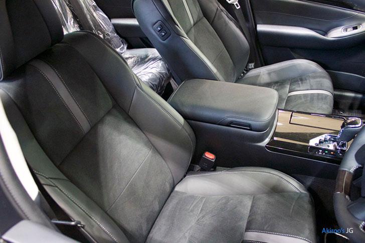 トヨタ・クラウン アスリート ハイブリッド Sのフロントシート