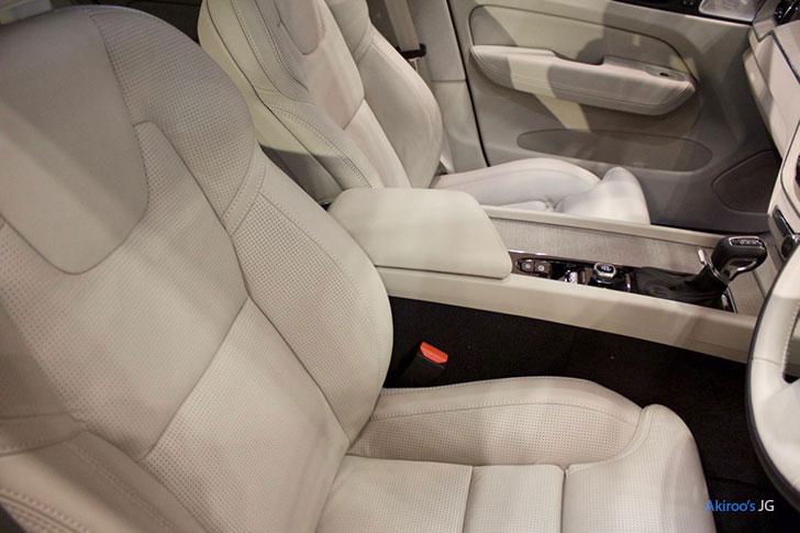 ボルボ XC60 T5のシート