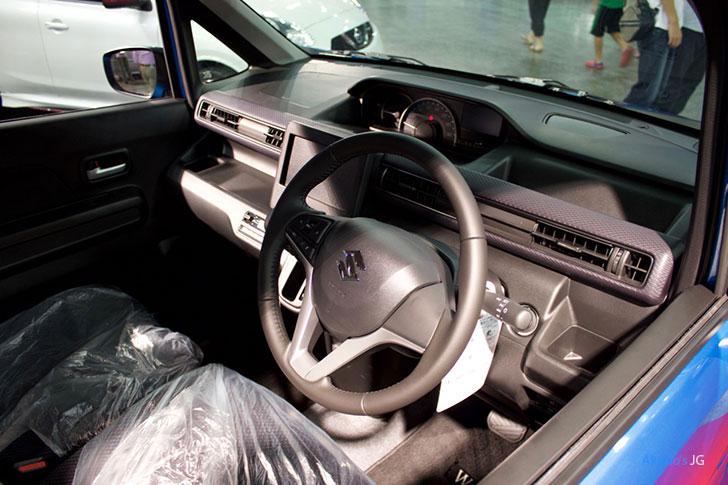 スズキ・ワゴン R HYBRID FZの内装