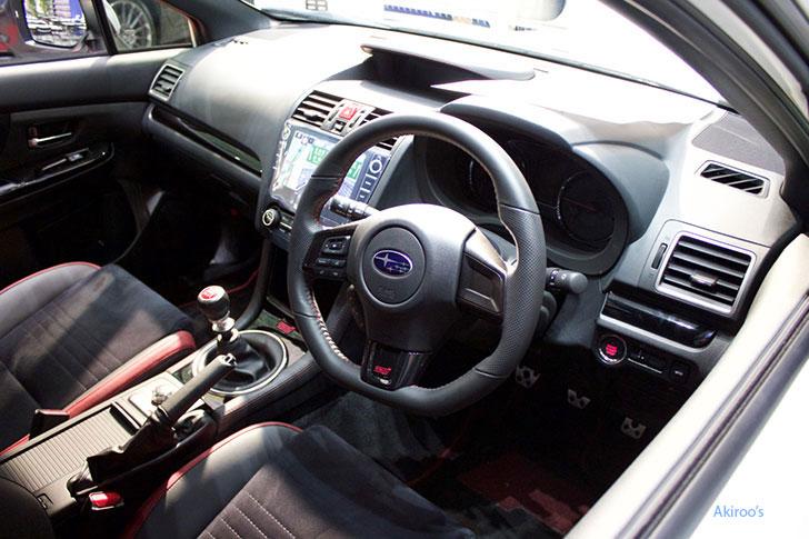 スバル・WRX STI タイプ Sの内装