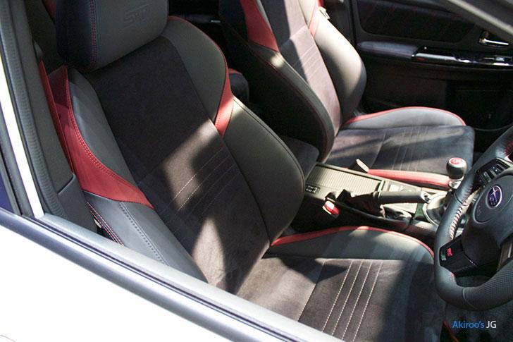 スバル・WRX STI タイプ Sのフロントシート