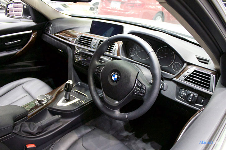 BMW 3シリーズ 320i Touring Luxuryの内装
