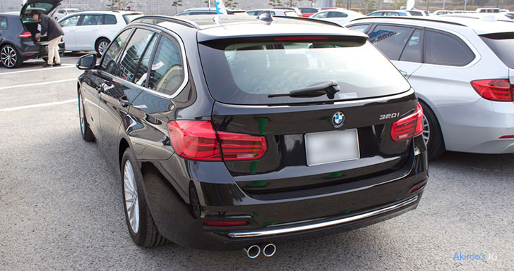 BMW 3シリーズ 320i Touring Luxuryのリア
