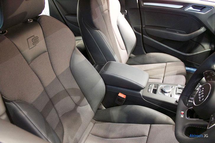 アウディA3のフロントシート