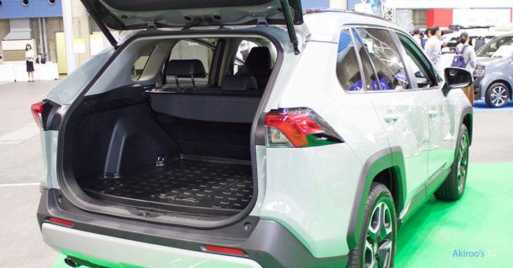 トヨタRAV4の荷室